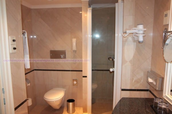 Sofitel Budapest Chain Bridge bathroom