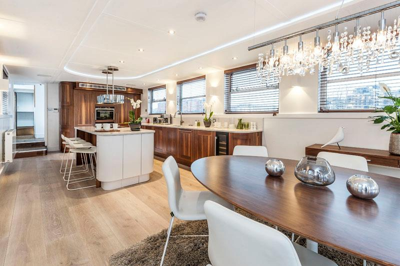 luxury-boat-oyster-pier-vega-007