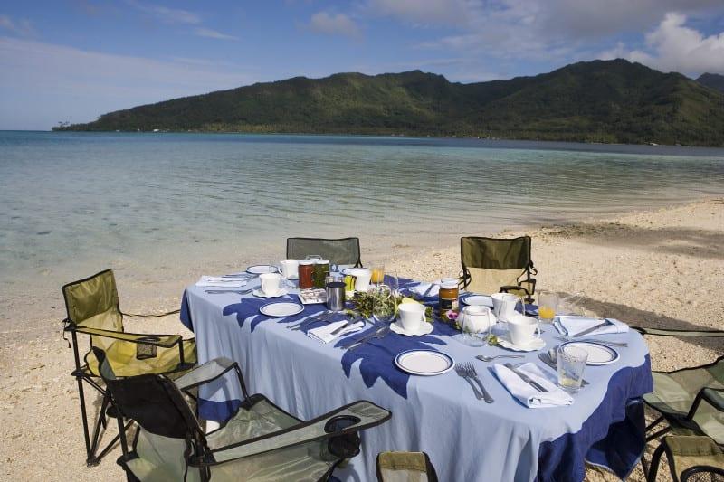 Bora Bora dinner in the water eating