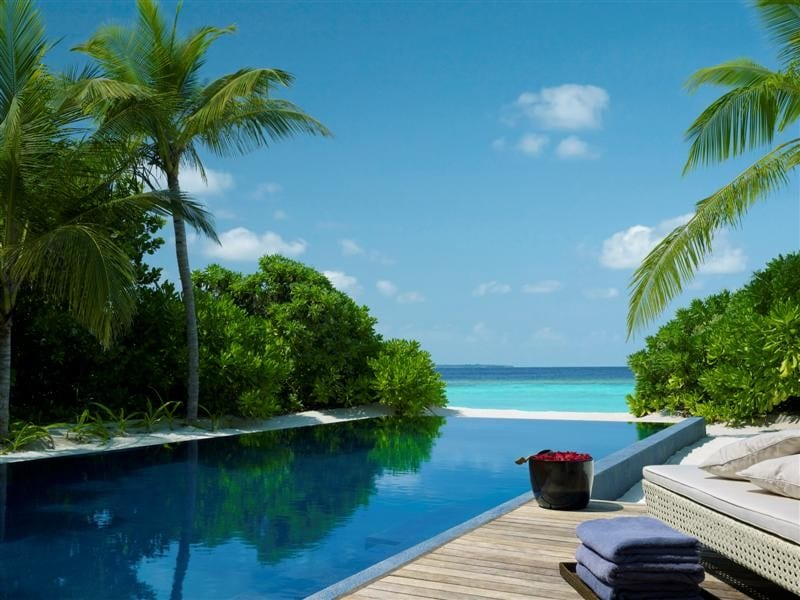 dusit thani maldives private pool