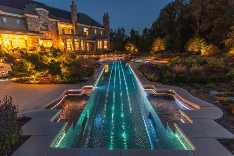 Stradivarius-shaped pool  amazing