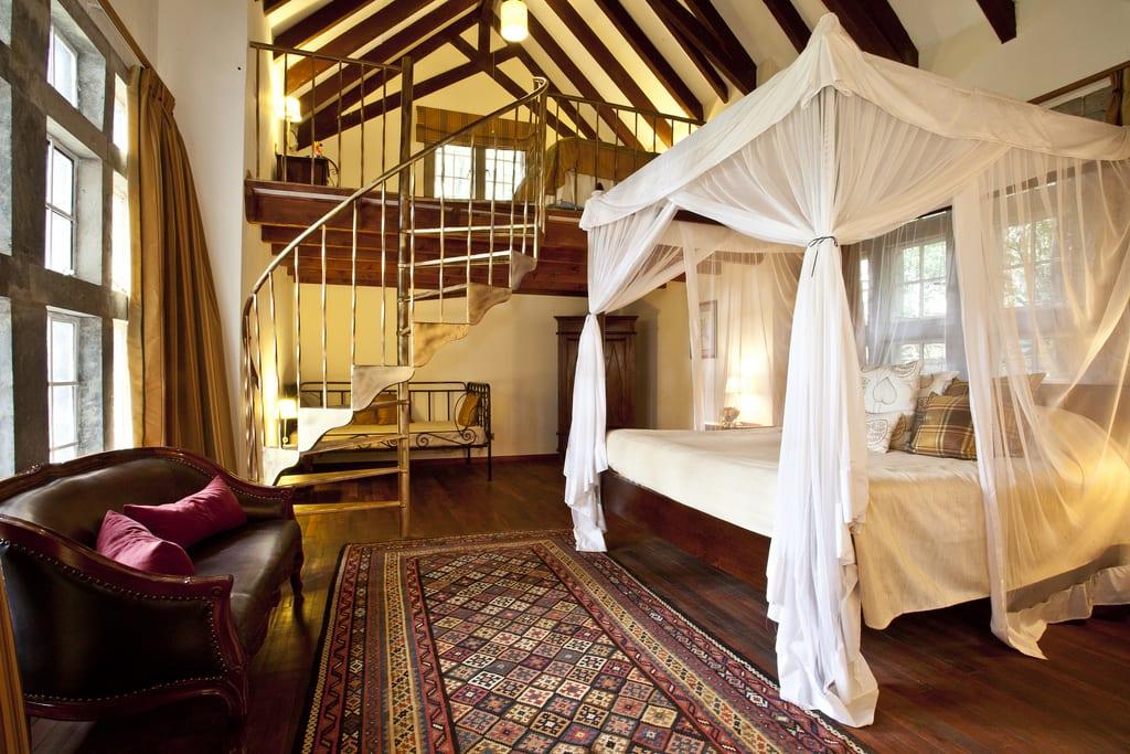 Bedroom Giraffe Manor
